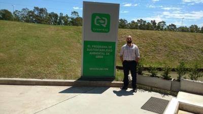El director de Apostillas Ambientales en la sede de Campana de Qbox